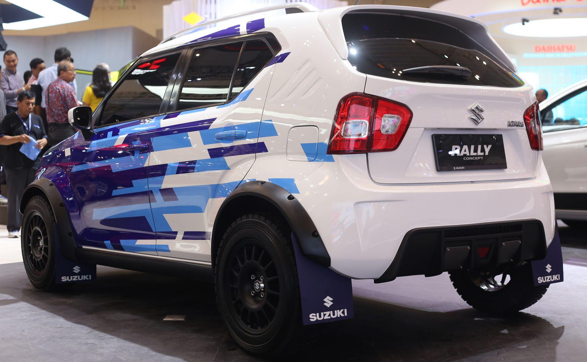 Kesan rally pada ignis rally concept semakin otentik dengan decal sticker suzuki sport pada kaca depan dan fitur sepasang lampu tembak yang mengapit logo
