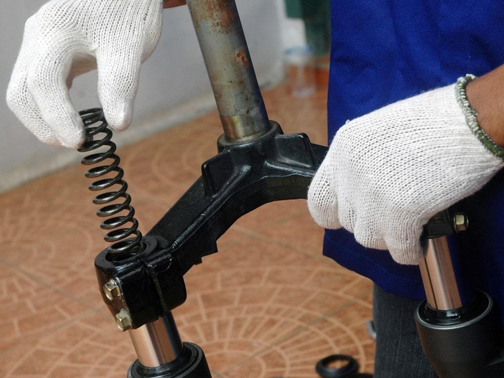 Panduan Merawat Oli Shock Breaker Depan Sepeda Motor